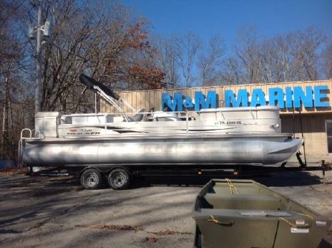 2004 Sun Tracker 27 Party Barge