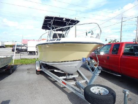 2004 Angler Boats 2100 Center Console