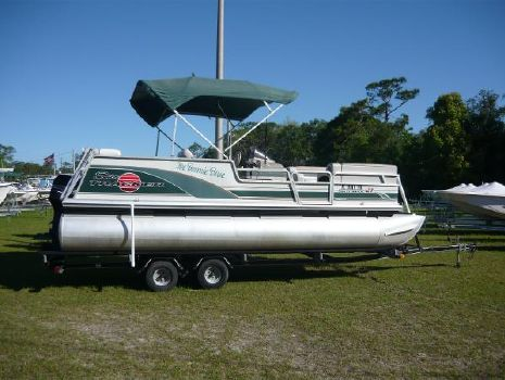 2000 Bass Tracker Party Barge 21