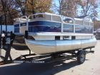 2016 SUN TRACKER Recreational Party Barge 16 DLX