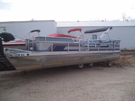 1985 Lowe 240 PONTOON