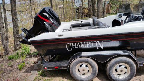 2000 Champion Boats 190 Fish Hunter