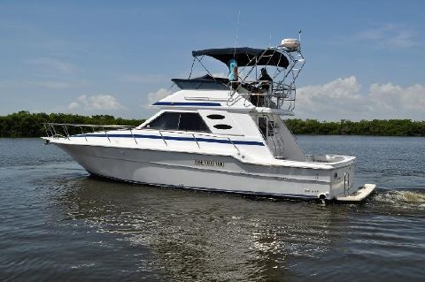1989 Sea Ray 440 Convertible Port View