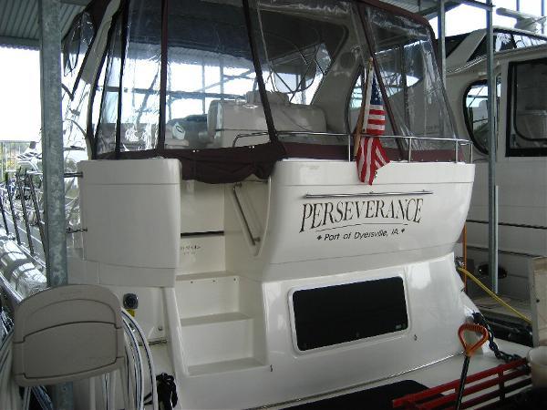 2000 Cruisers Yachts 4450
