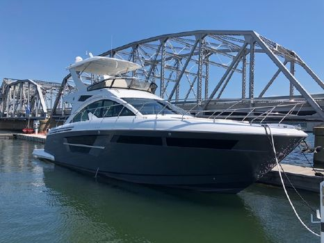 2019 Cruisers Yachts 54FLY