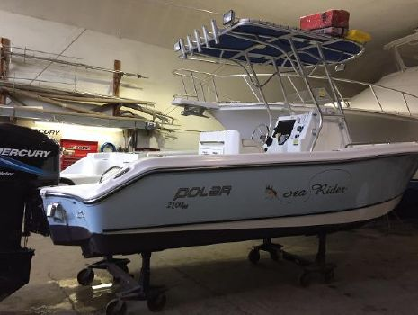2005 Polar Boats 2100 Center Console