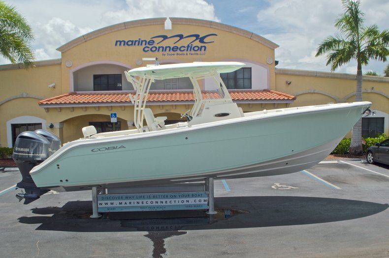 2017 Cobia Boats 296 Center Console