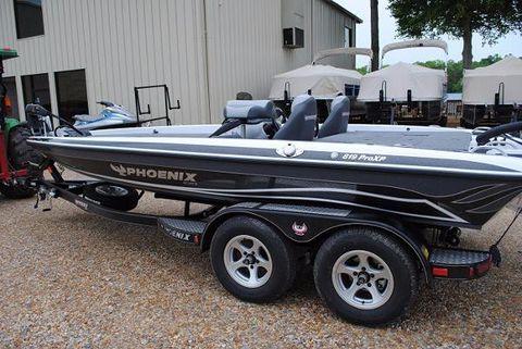 2015 Phoenix Bass Boats 819 Pro
