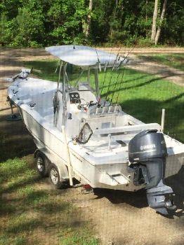 2014 Tidewater Boats 2400 Bay Max Cc