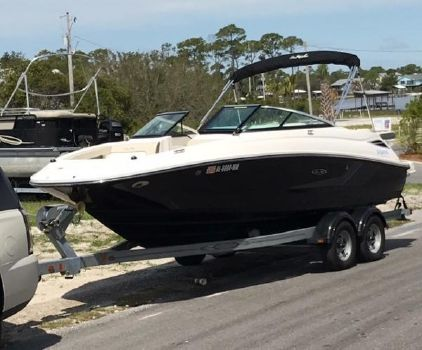 2014 SEA RAY 220 Sundeck