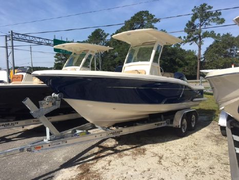 2017 Scout Boat Company 225 XSF