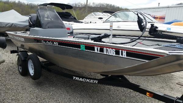2011 Tracker Pro Angler 16