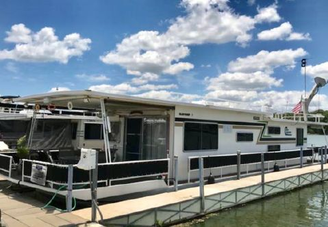 1981 Jamestowner Houseboat
