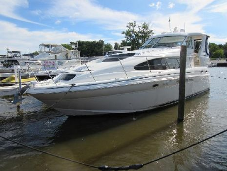 2005 Sea Ray 390 Motor Yacht DOCKSIDE PROFILE