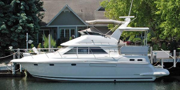 1997 Cruisers Yachts 3650 Aft Cabin Profile