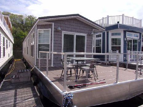 2017 Harbor Cottage  Houseboat