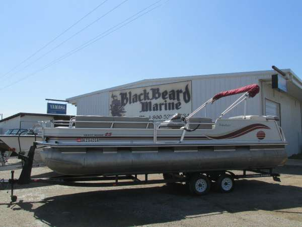 1997 Sun Tracker 25' Party Barge