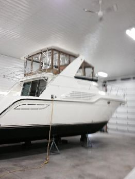 1995 Cruisers Yachts 4285 Express Bridge