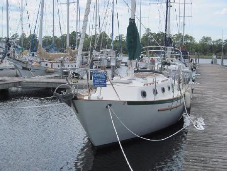 1985 Pacific Seacraft 34 Bow