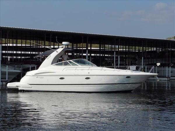 2002 Cruisers Yachts 3675