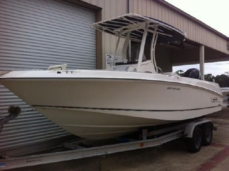2015 Boston Whaler 220 Outrage