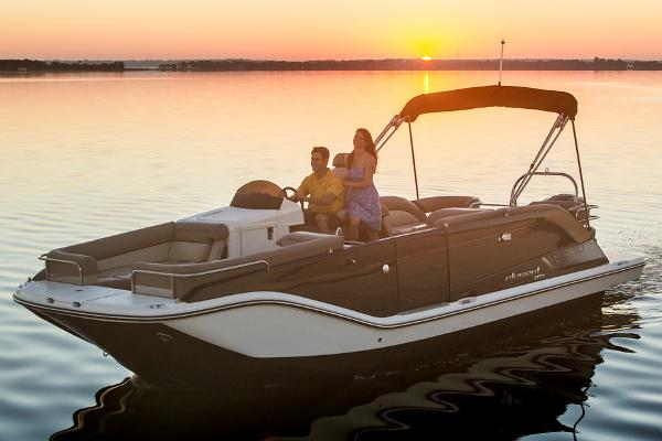 2015 Bayliner Element XR7 Manufacturer Provided Image
