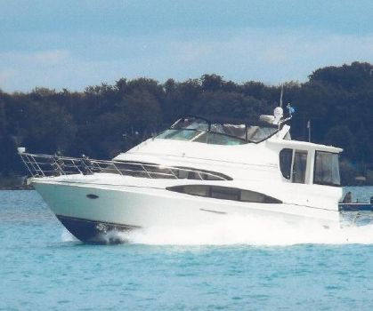 2004 Carver 466 Motor Yacht Port Side Running