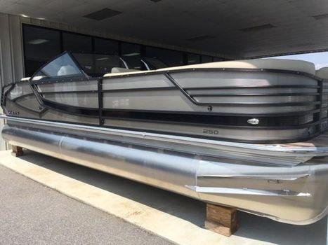 2017 Crest Pontoon Boats Continental 250L