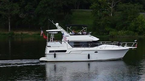 1990 Carver 36 Aft Cabin Motoryacht