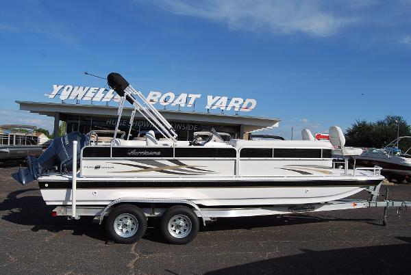 2015 HURRICANE BOATS FD 226F OB CLOSE OUT