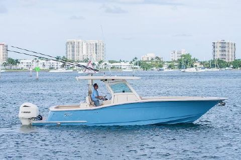 2013 Scout Boats 32 Center Console
