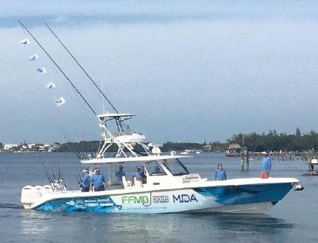 2016 Everglades Boats 435CC