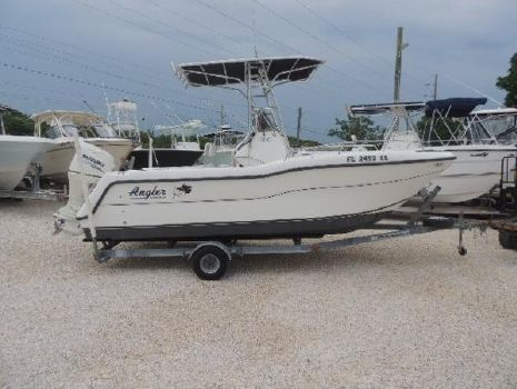 1999 Angler Boats 19 Catamaran center Console