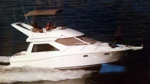 2001 Bayliner 3258 Avanti Command Bridge