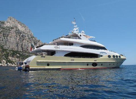 2016 Majesty Yachts 125