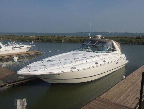 2000 Cruisers Yachts Express 4270