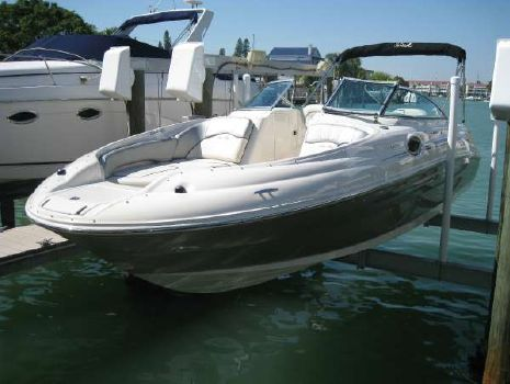 2009 SEA RAY 240 Sundeck