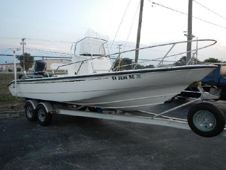 2001 Boston Whaler 22 Dauntless Center Console. Powered by a 200hp Mercury Optimax