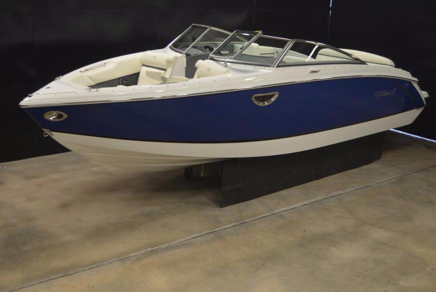 2016 cobalt r5 25 foot 2016 cobalt motor boat in green for Green boat and motor