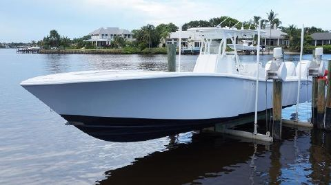 2010 YELLOWFIN 36 Offshore