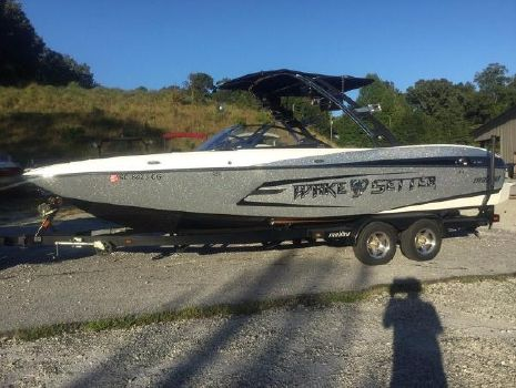 2013 Malibu Boats Wakesetter 24 MXZ