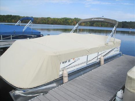 2008 Lowe Pontoon LS 220