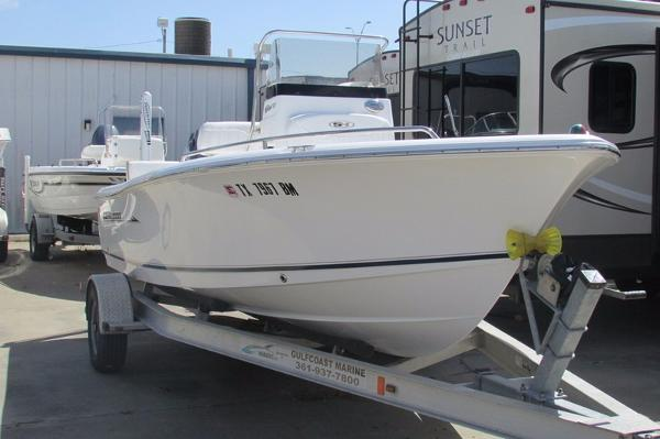 2011 Sea Hunt Triton 177 CC
