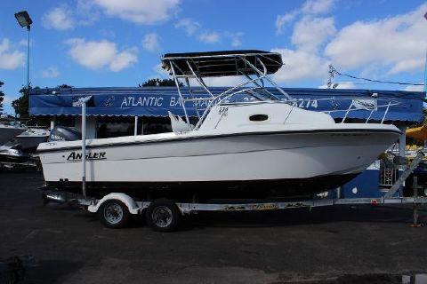 2006 Angler Boats 220 WA