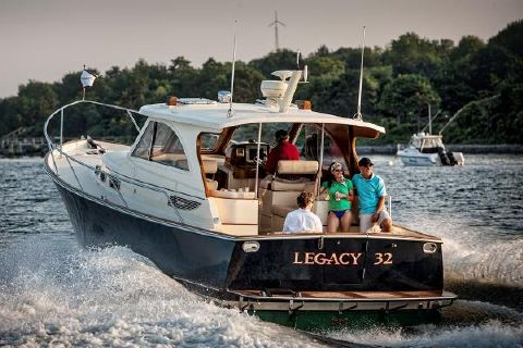 2016 Legacy 32 Manufacturer Provided Image