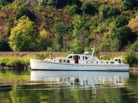 1939 Classic 65 Bridgedeck Cruiser