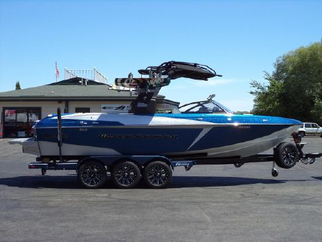 2017 Malibu Boats LLC 25 LSV (INCOMING CUSTOMIZE YOUR RID