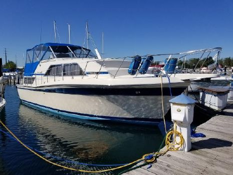 1984 CHRIS - CRAFT 381 Catalina