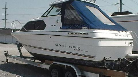1993 Bayliner Classic 2452