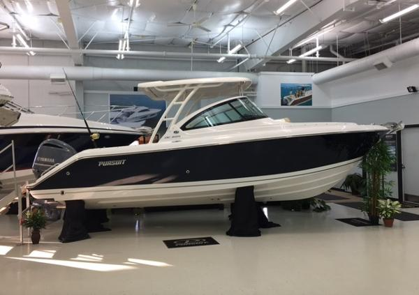2018 Pursuit 235 DC Sister Ship